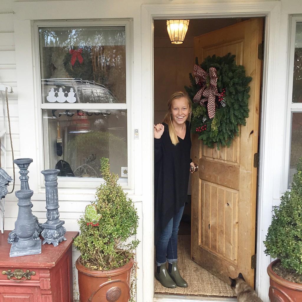 Farmhouse Christmas Home Tour|best christmas blog|farmhouse home tour|christmas blogs|farmhouse christmas|christmas decorating|french decorating for christmas|decorate home|home decor|shabby chic christmas|hallstromhome
