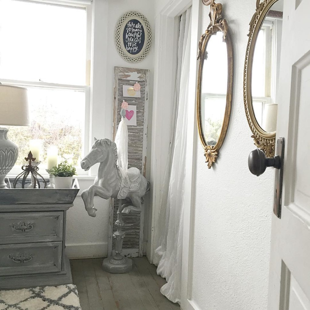 Mixing Vintage And Modern Decor