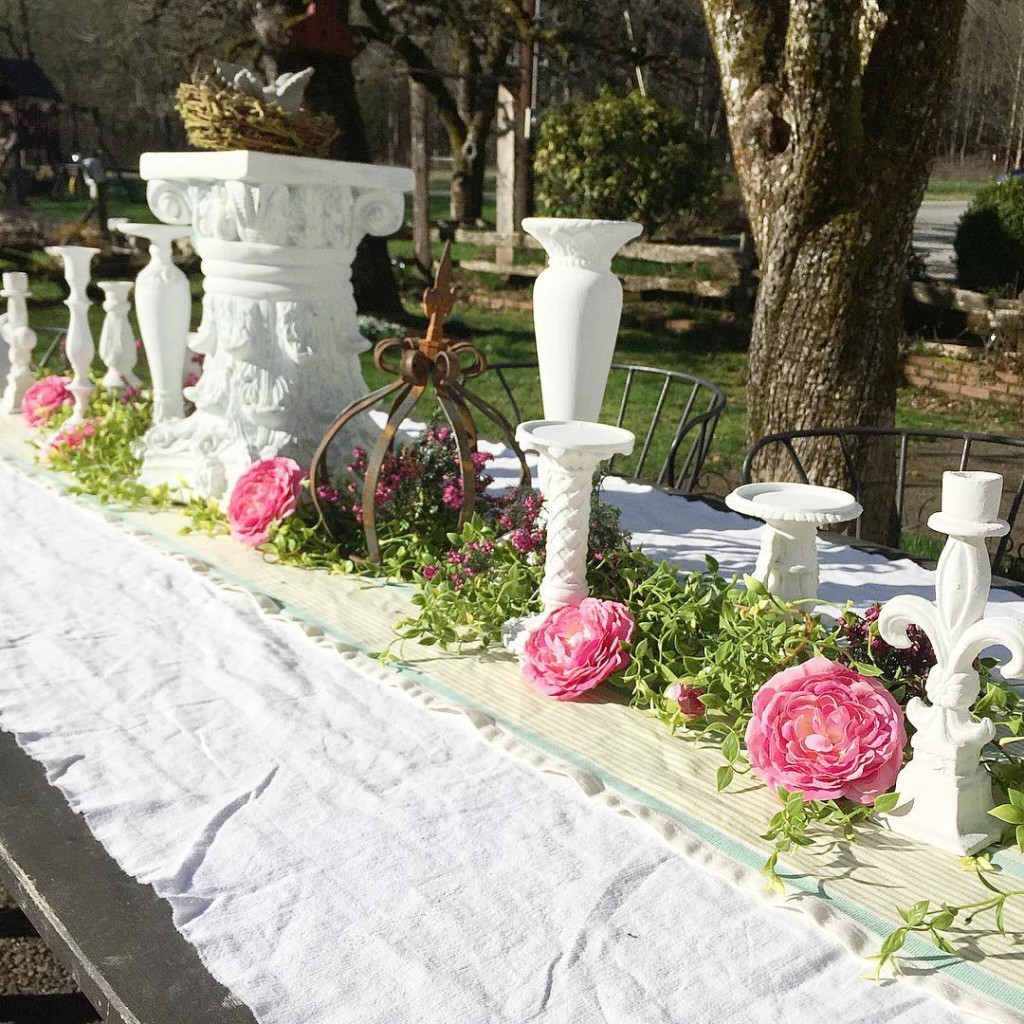 Vintage outdoor garden party decoration ideas hallstrom home for Garden decoration ideas pictures