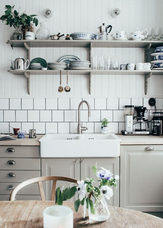5 Farmhouse Kitchen Sinks We Love - Hallstrom Home