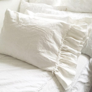 Hallstrom Home Gorgeous Summer Pillow Decor Tips