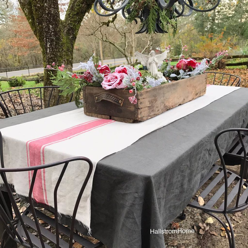I really need to have a gathering. Good friends, good food and a cozy setting always makes me feel good. These beautiful linens help as well and can be found in my shop link @hallstromhome #mystylewednesday would a few ladies like to share @sheleavesalittlesparkle @maisondecinq @redbrickmantle