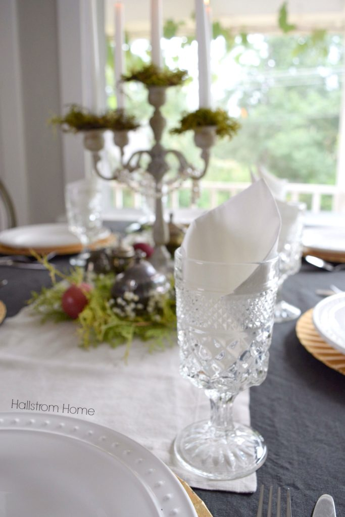 7-secrets-to-a-cozy-thanksgiving-table-setting-with-gold-accessories