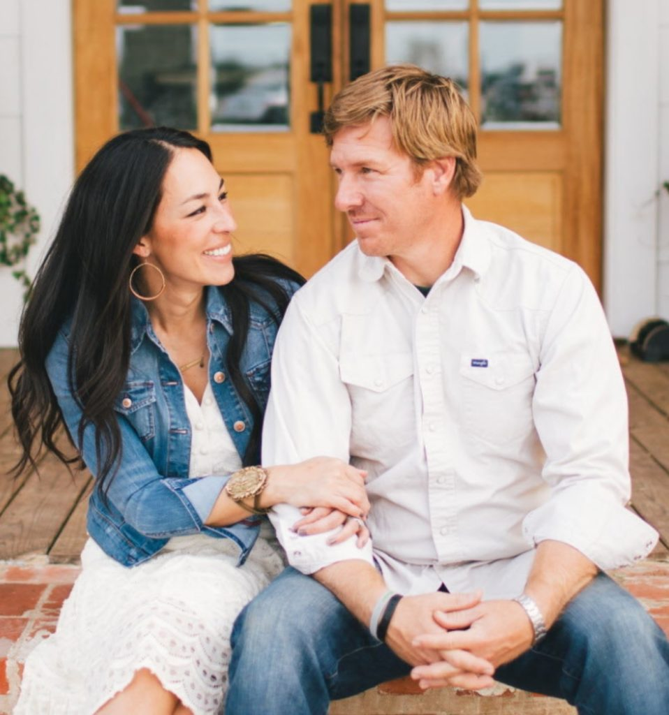 Magnolia home kilz paint with joanna gaines hallstrom home for Chip and joanna gaines paint colors