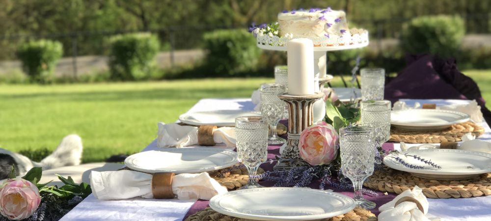 Outdoor Dining- Shabby Chic Style
