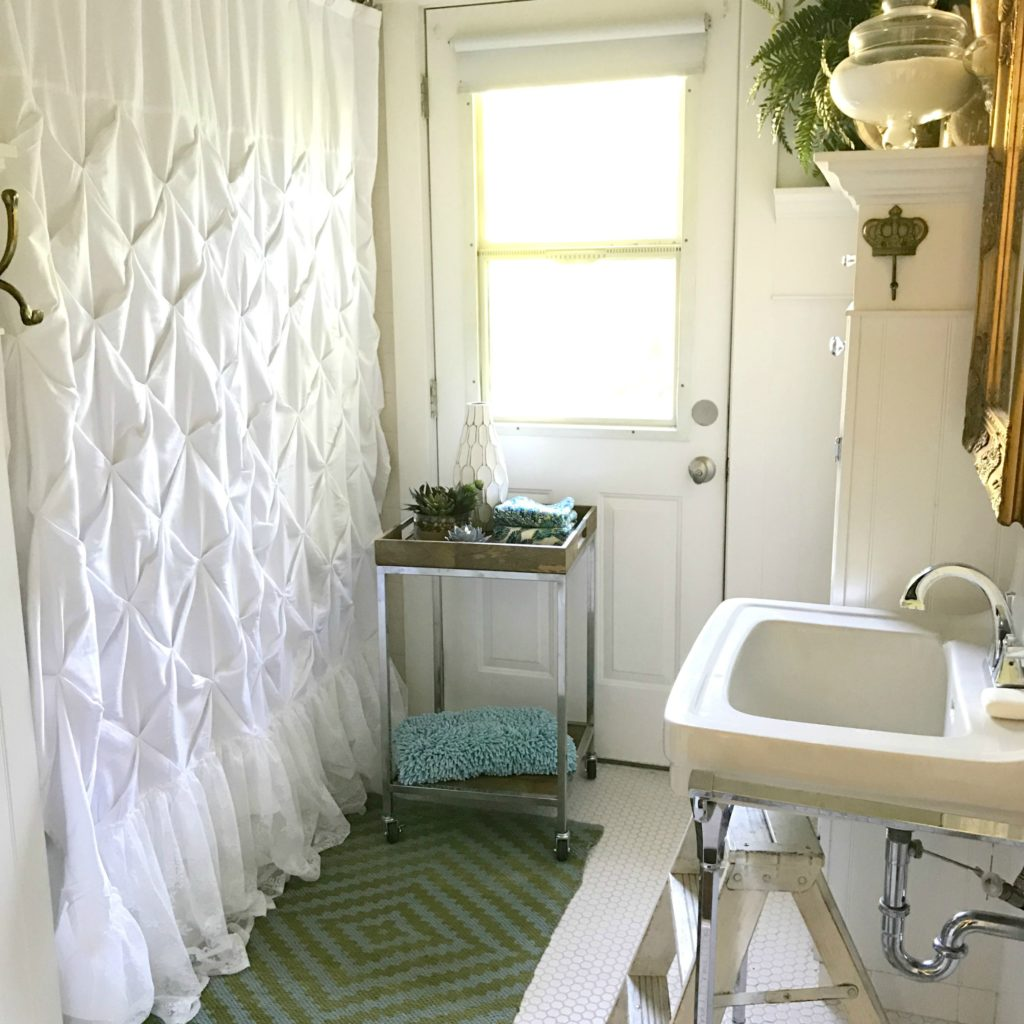 Updating a Small Farmhouse Bathroom