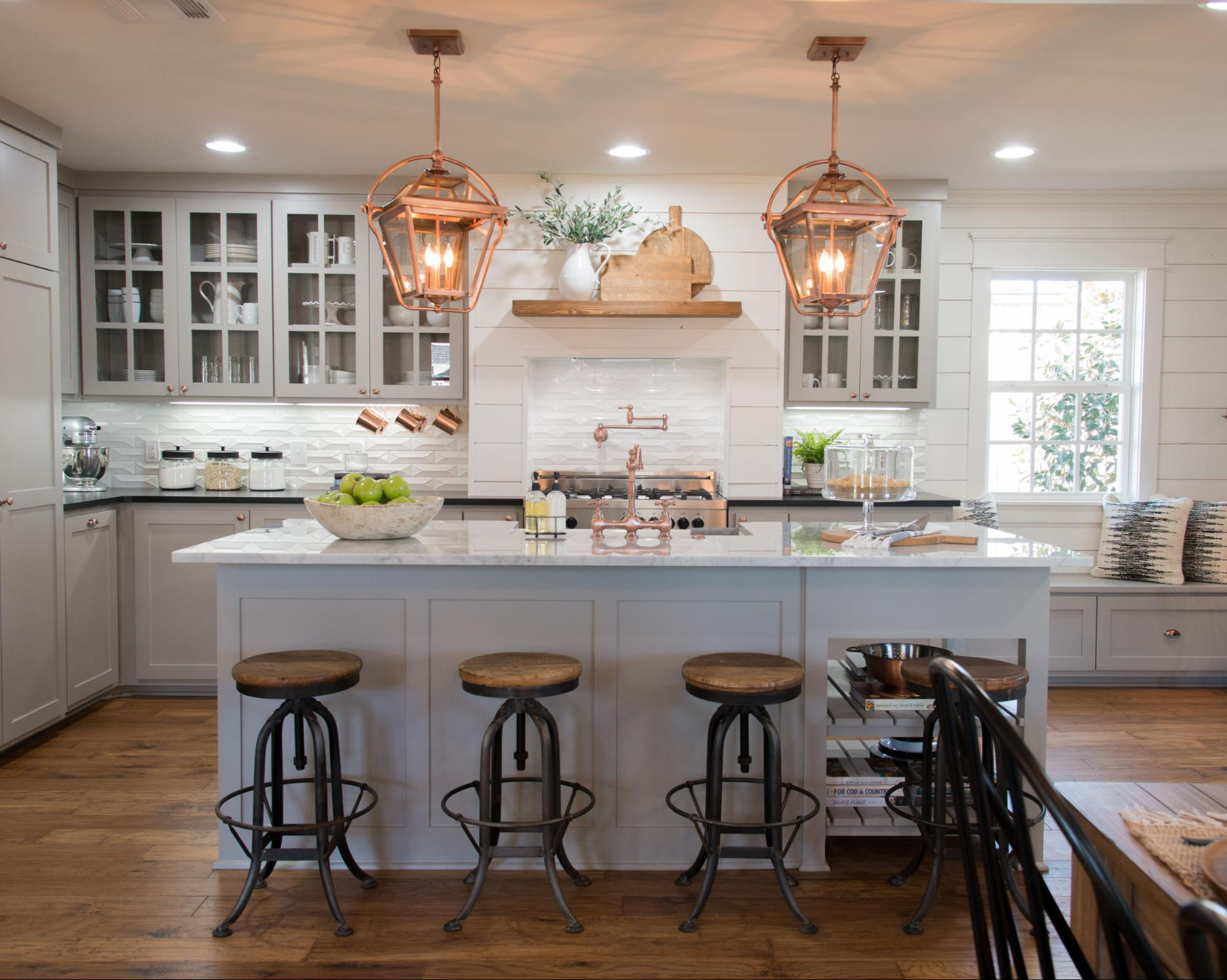 Seven farmhouse kitchen designs hallstrom home for Kitchen styles