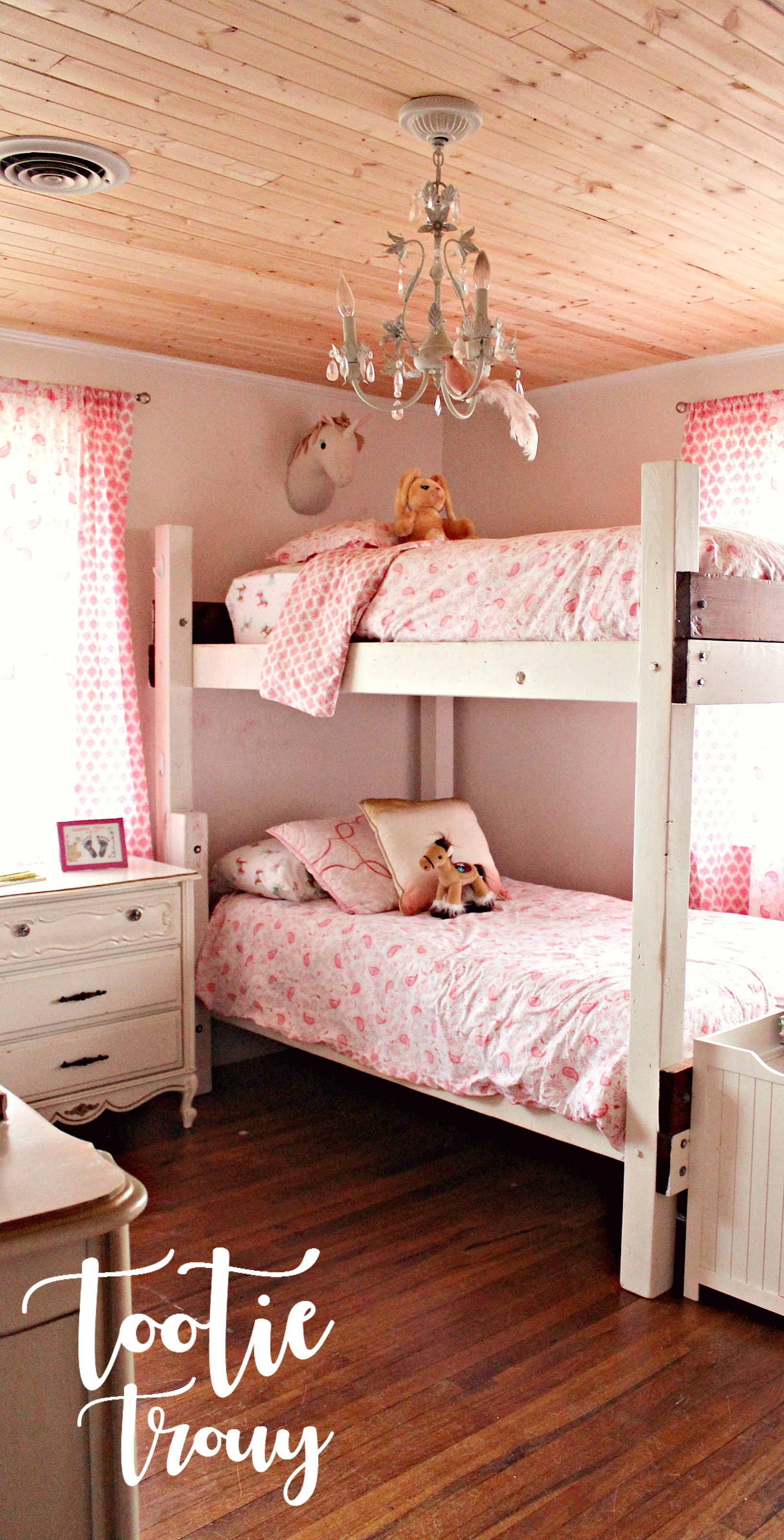 inspiring pinterest little bedrooms girl s chandelier for pin interiors bedroom