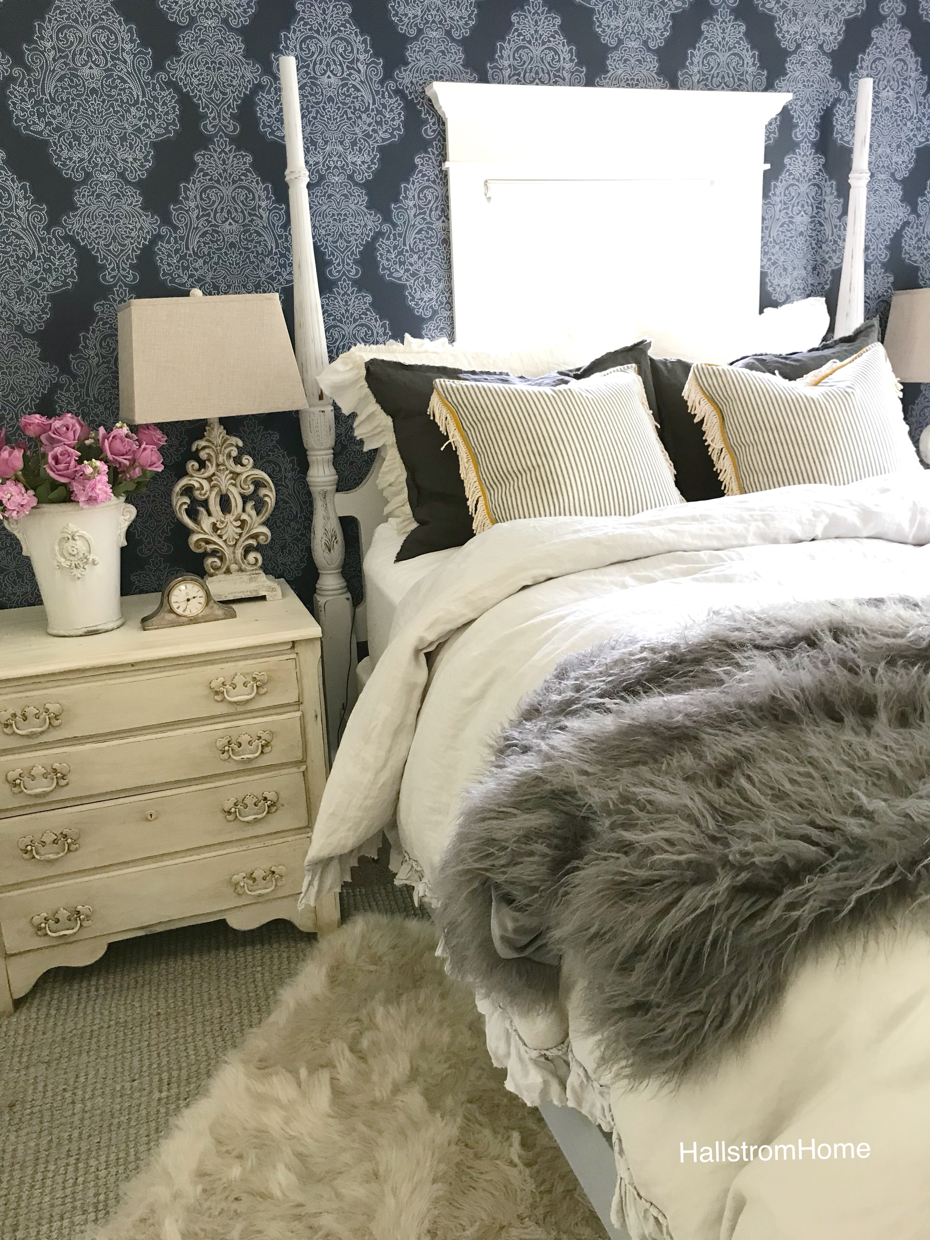 Tips for Hanging Bedroom Wallpaper Without Fighting