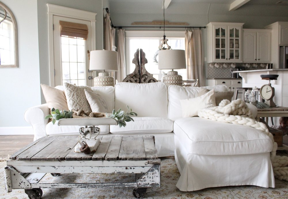 10 Gorgeous Farmhouse Living Rooms|farmhouse living room|shabby chic|white farmhouse|farmhouse decor|living room update|antique|diy|tutorials|update new year|new home decor|winter decor|shabby chic farmhouse|how to|pillows|farmhouse pillows|magnolia|chip and joanna|joanna gaines|hallstrom home
