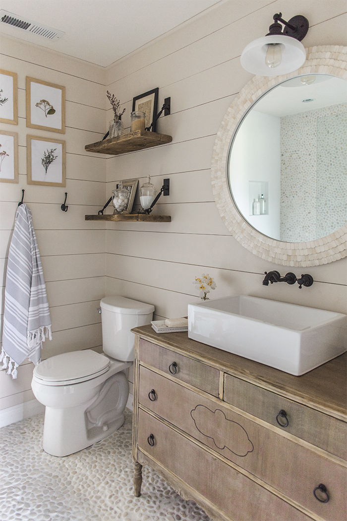 13 Beautiful Farmhouse Bathrooms