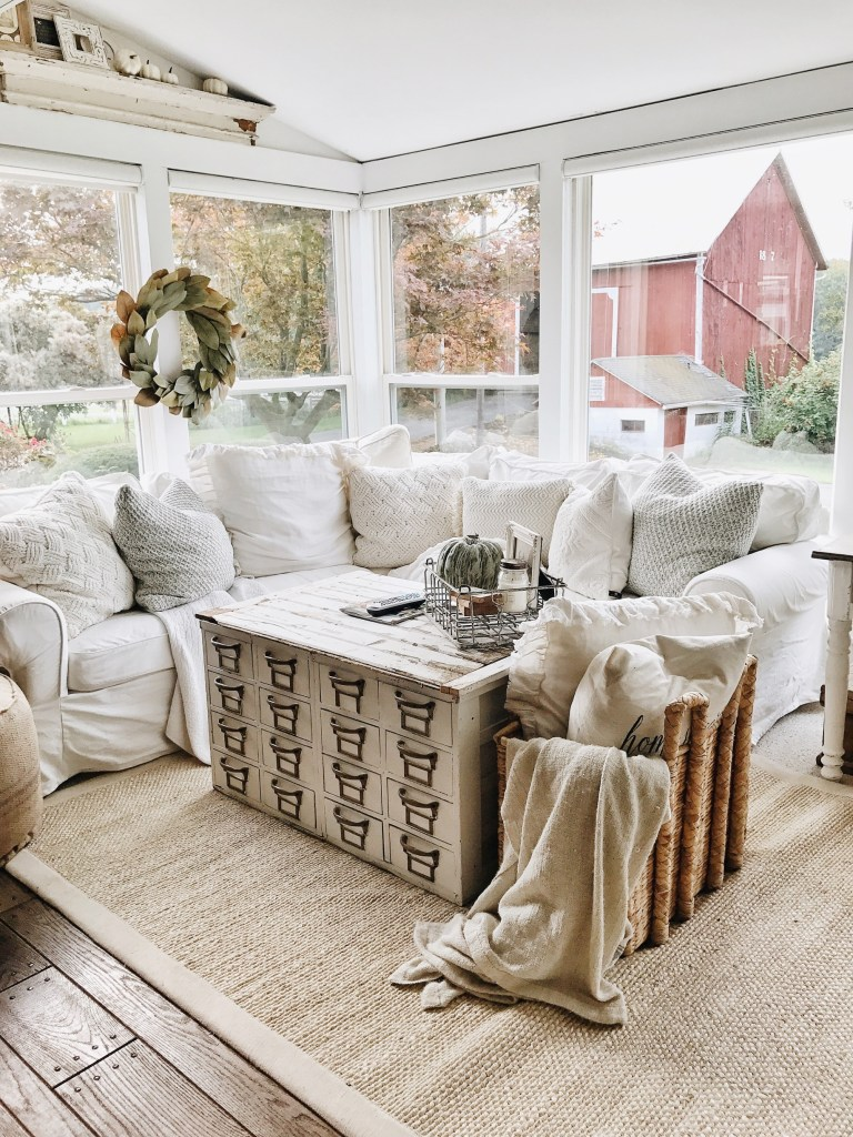 Farmhouse Chic Living Room Decor: 10 Gorgeous Farmhouse Living Rooms