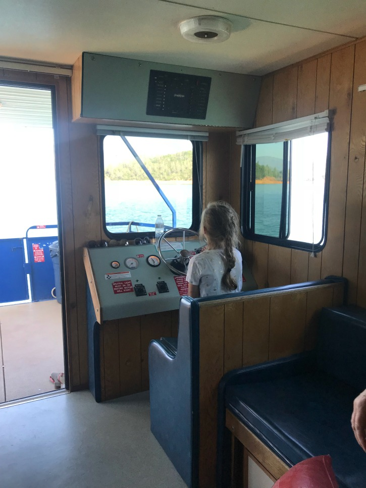 girl driving house oboat