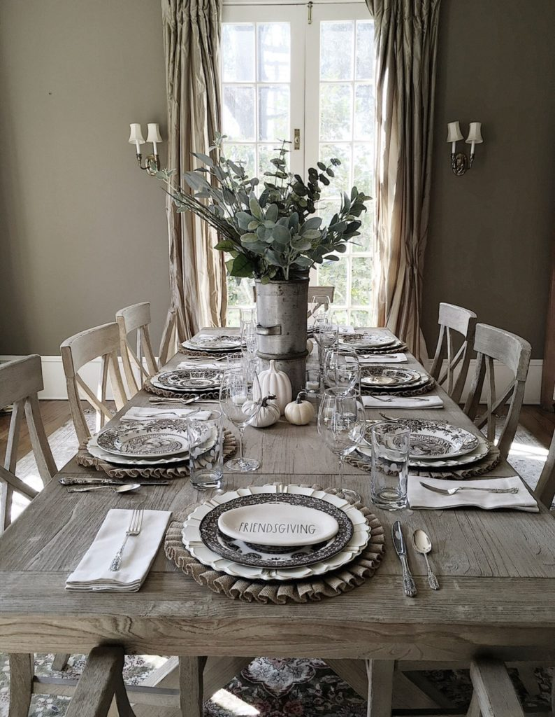 friendsgiving tablesetting