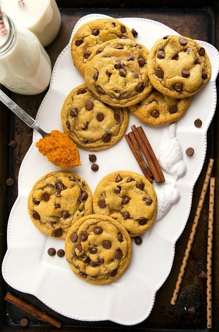 plate of ;8 cookies