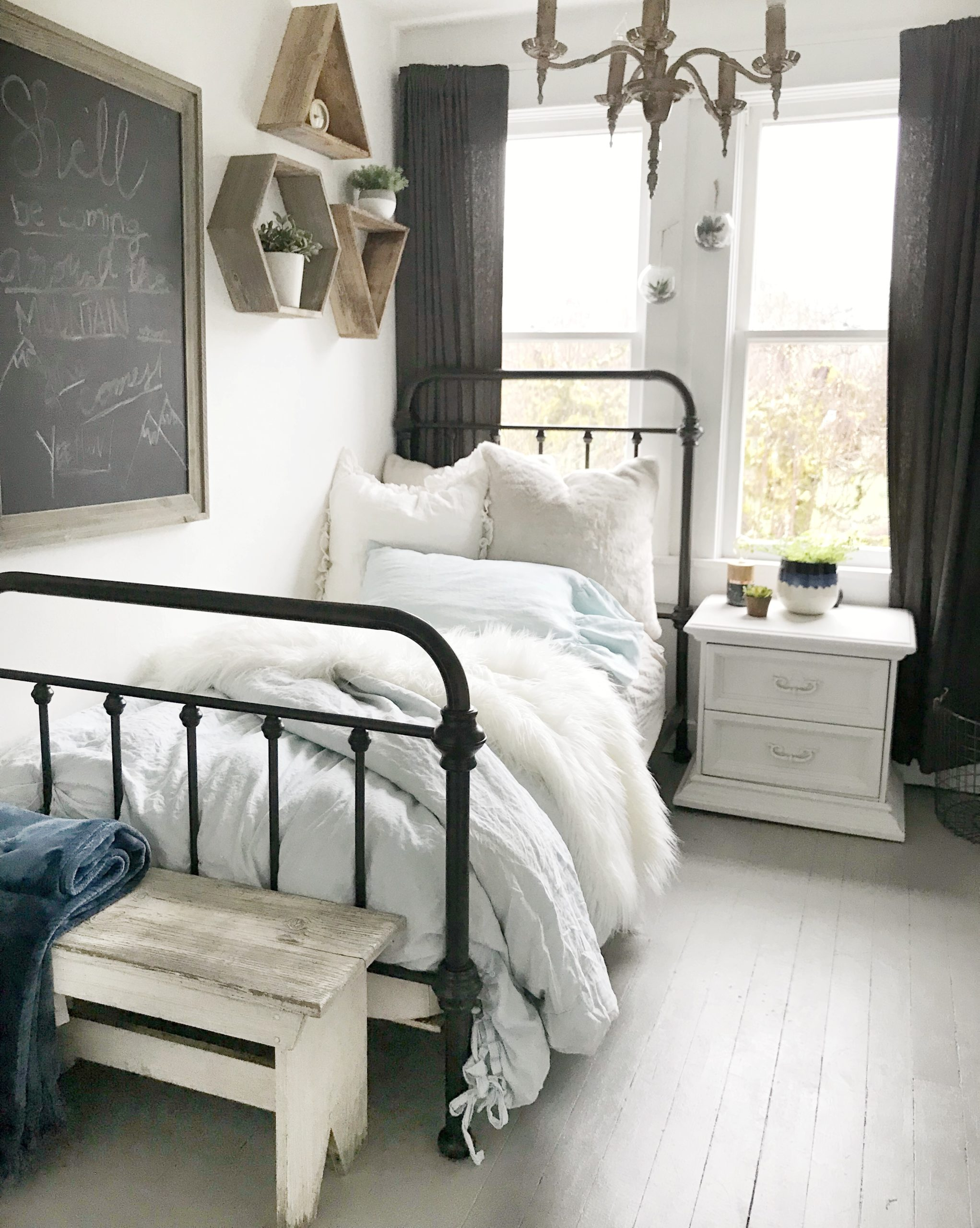 5 Style Tips for a Teen Girls Boho Farmhouse Bedroom