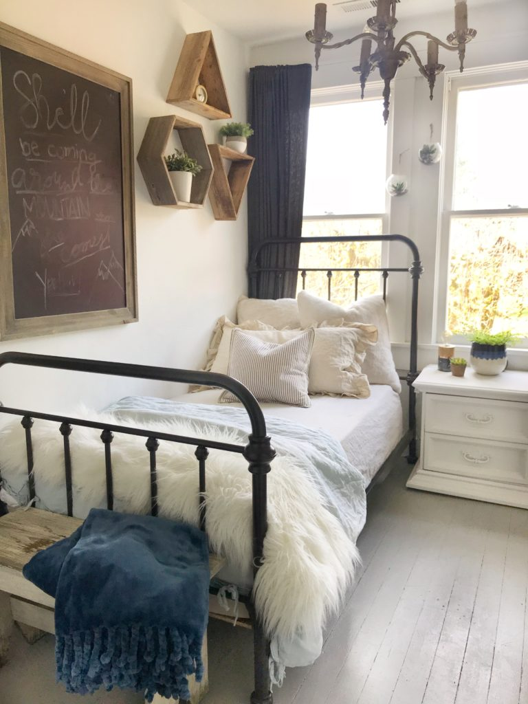 5 style tips for a teen girls boho farmhouse bedroom - How to decorate a bohemian bedroom ...