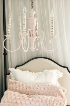 Chandelier Makeover in Minutes\Bedroom on a Budget diy chalk paint chalk paint chalk paint tips shabby chic decor bedroom makeover how to kids crafts diy crafts farmhouse decor shabby chic farmhouse decor chandelier makeover chandelier update how to chalk paint on metal hallstrom Home
