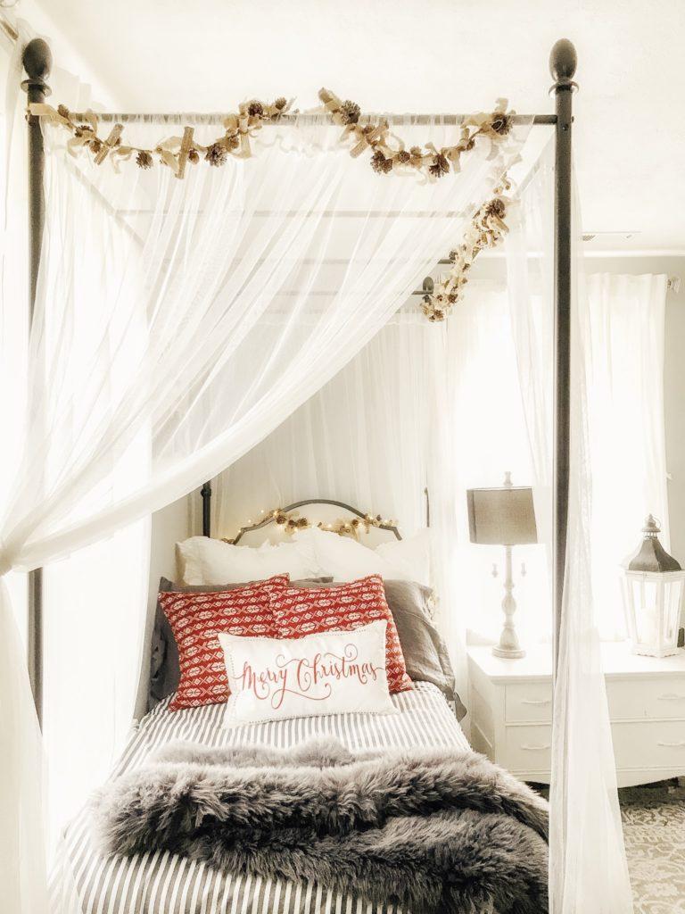 How to Keep it Simple this Christmas Season/Home Tour #minimalchristmas#simplechristmasdecor#howtosimplifychristmas#christmasdecor#simplechristmas #stressfreechristmas#farmhousechristmas#christmashomedecor#minimalchristmas #christmashometour#hallstromhome