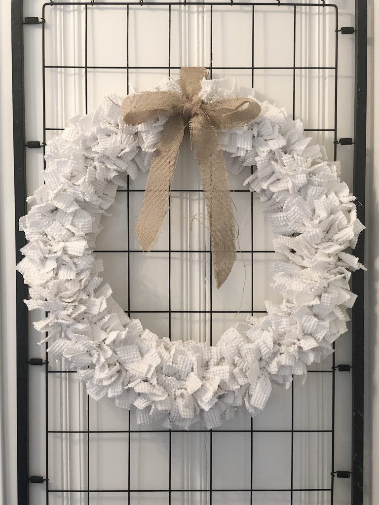 Tissue Paper Floral Wreath|paper flower wreath|how to make paper flowers|diy wreath|new years wreath|wreath with banner|paper flower wreath diy|paper wreath diy|how to make a paper flower wreath|kids diy|kids craft|new years floral wreath|paper banner|tissue paper flowers|paper flowers|paper flowers diy|hallstromhome