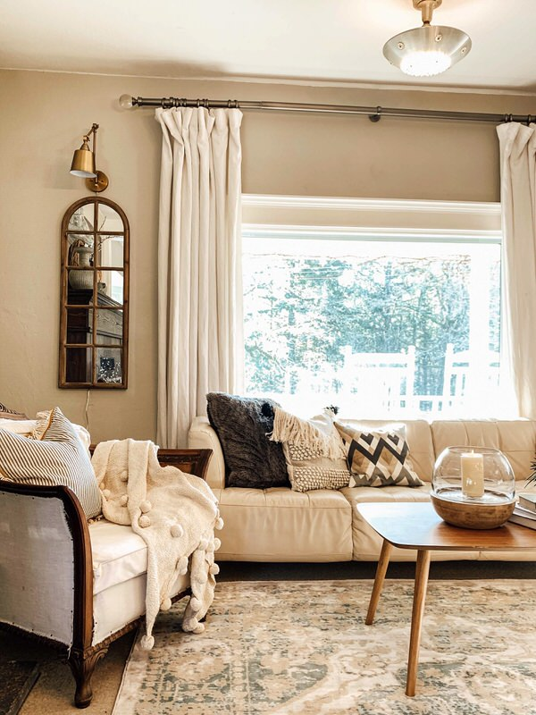 Hygge Living Room/7 Style Tips how to live a hygge lifestyle hygge checklist elements of hygge cozy hygge decor farmhouse decor hallstrom home crusty farmhouse crusty living farmhouse style