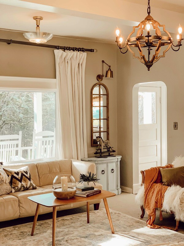 Hygge Living Room/7 Style Tips|how to live a hygge lifestyle|hygge checklist|elements of hygge|cozy hygge decor|farmhouse decor|hallstrom home|crusty farmhouse|crusty living|farmhouse style