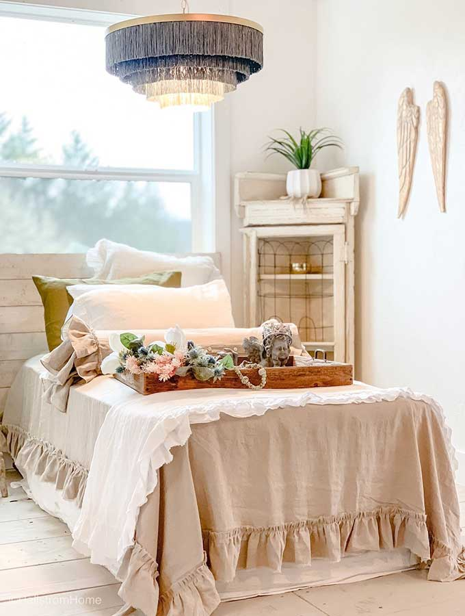 Tips for Styling Your Hygge Home with Pillows|hygge home|scandinavian home|minimalist|Hygge home accessories|adding hygge|how to live a hygge lifestyle|pillow|throw pillows|hygge throw pillows|decor pillows|hygge design|scandinavian design|home decor|HallstromHome