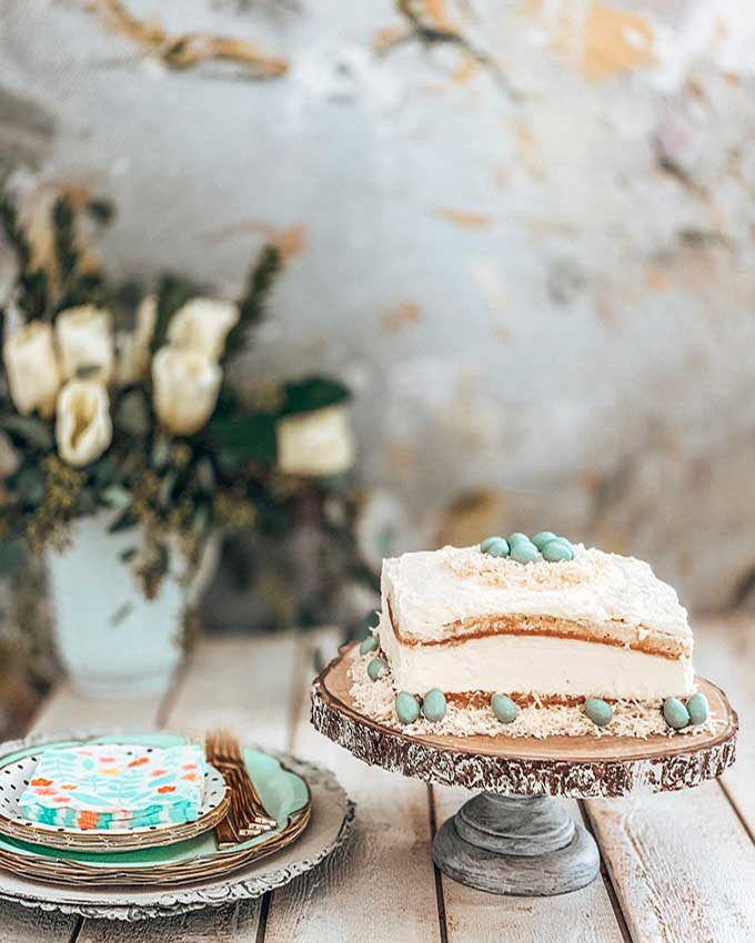 Spring Tablescape with Easy Desserts|Spring tablescape|easter tablescape|cake recipes|cupcake recipes|easy recipes|easy desserts|coconut cake|carrot cake|easter dessert|farmhouse tablescape|modern tablescape|table setting|spring table setting|best dessert|kids dessert|Hallstrom Home