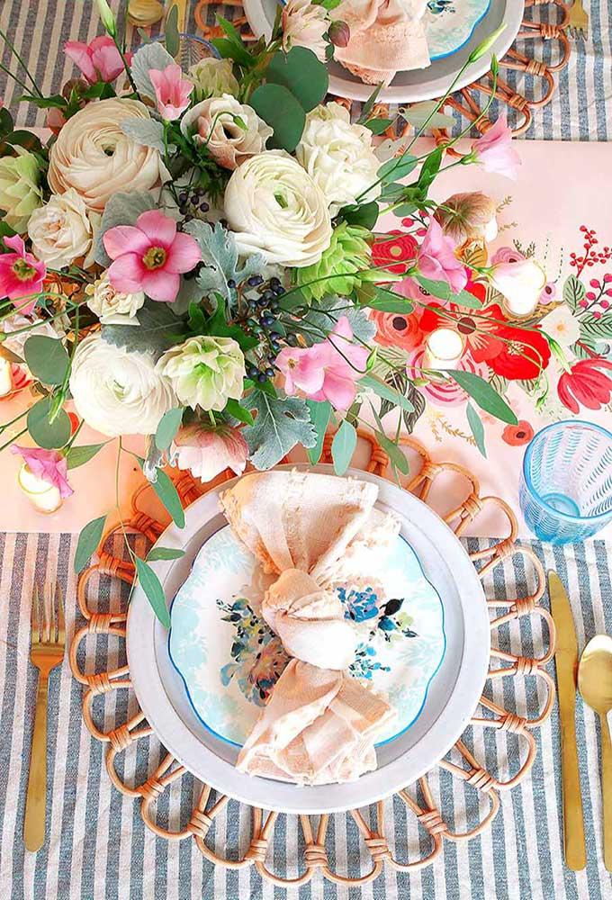 Spring Tablescape with Easy Desserts|Spring tablescape|easter tablescape|cake recipes|cupcake recipes|easy recipes|easy desserts|coconut cake|carrot cake|easter dessert|farmhouse tablescape|modern tablescape|table setting|spring table setting|best dessert|kids dessert|Hallstrom Home