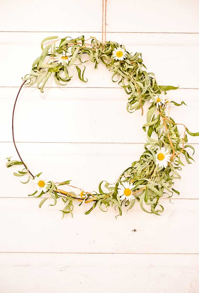 Floral Hoop Wreath DIY |Fall Wreath|kids crafts|farmhouse wreath|farmhouse wall decor|shabby chic decor|farmhouse style|Fall crafts|farmhouse Fall wreath|daisy wreath|easy diy wreath|outdoor wreath|diy wreath decor| hallstrom home