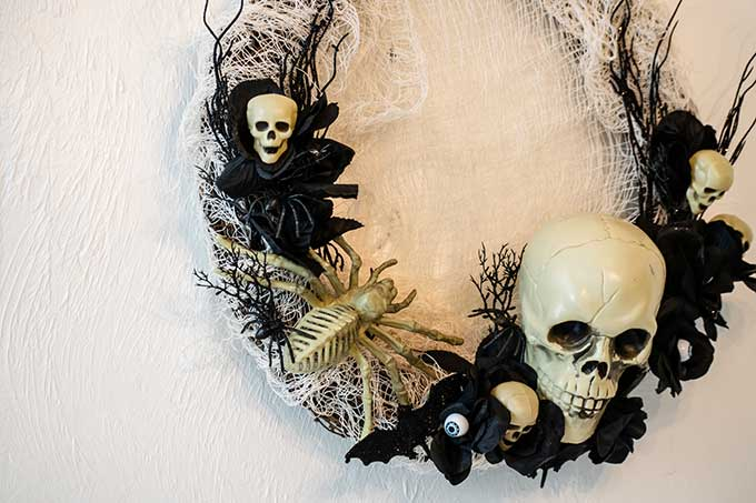 Creepy Halloween Wreath Tutorial |scary halloween|creepy halloween decor|wreath making|halloween wreath|halloween wreath diy|halloween wreath supplies|outdoor halloween wreath|front door wreath|easy wreath diy|skeleton wreath|steampunk wreath|Halloween bat wreath|eyeball halloween wreath|spider web wreath|halloween decor|Hallstrom Home