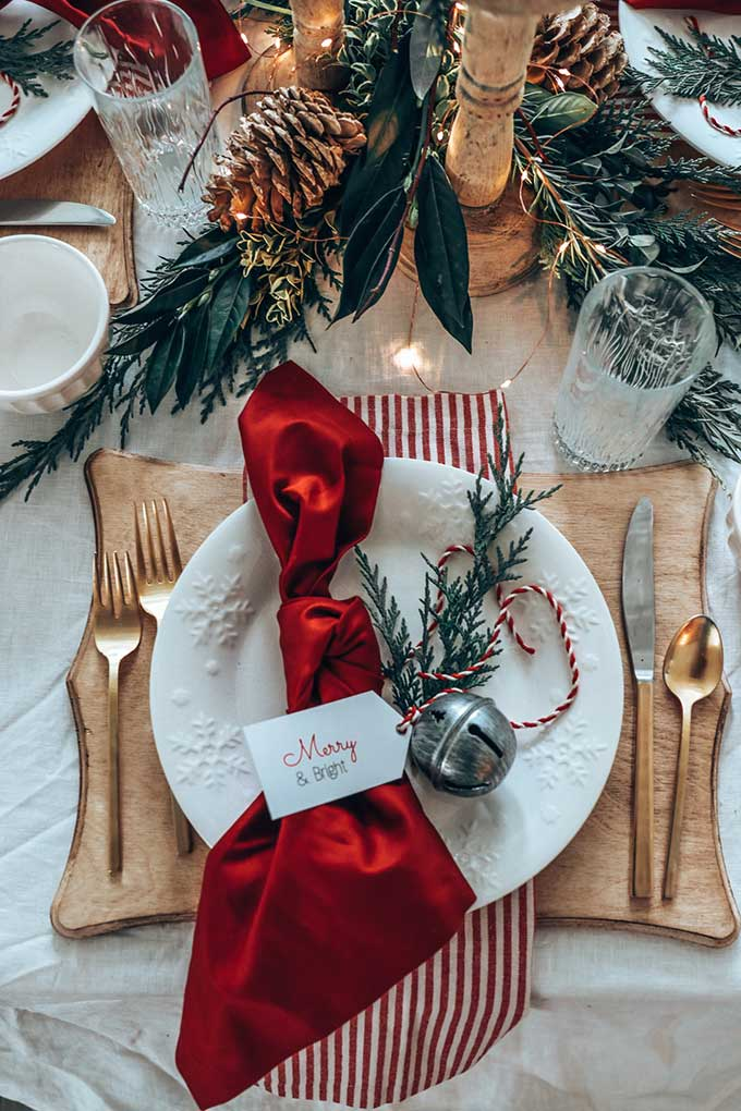 Easy Christmas Table Setting with Red |elegant Christmas Table| Holiday table|Christmas dinner|printables|free printables|christmas printables|shabby chic decor|farmhouse style|farmhouse christmas|easy tablescape|easy christmas tablescape|chic farmhouse|white farmhouse|vintage christmas|easy tablescape ideas|Hallstrom Home