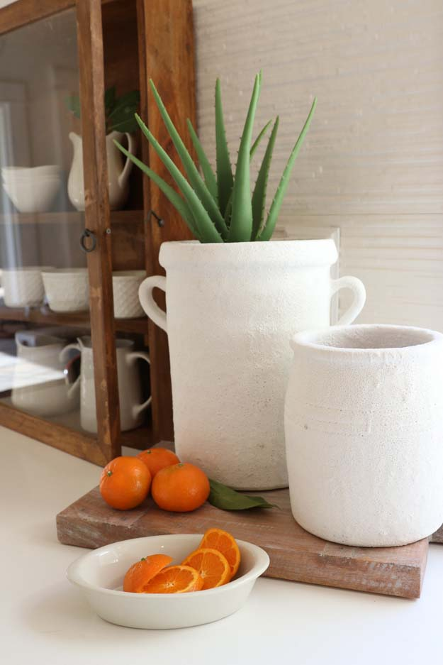 DIY Pot Painting with Texture |diy painting|how to paint|add texture to paint|textured paint|farmhouse style|shabby chic decor|farmhouse diy|painting tips|terra cotta pot|terra cotta planter|White terra cotta pot|textured terra cotta|course terra cotta|painting tutorial|paint diy|Hallstrom Home
