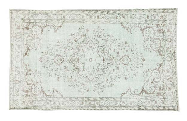 Picking a Farmhouse Rug |farmhouse style|farmhouse rug|farmhouse living|antique farmhouse rug|best rugs|trending rugs|farmhouse vintage rug|oriental rug|farmhouse oriental rugs|farmhouse living room|living room rug|wool rug|how to style rug|style wool rug|HallstromHome