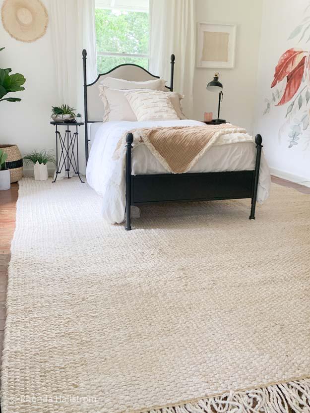 7 Style Tips for a Girls Bedroom |girls bedroom|farmhouse rug|modern farmhouse|modern rug|boho room|girls room|girls bedroom|Girls bedroom decor|boho bedding|house plants|best house plants|jute rug|layer rug|fringe rug|Hallstrom Home