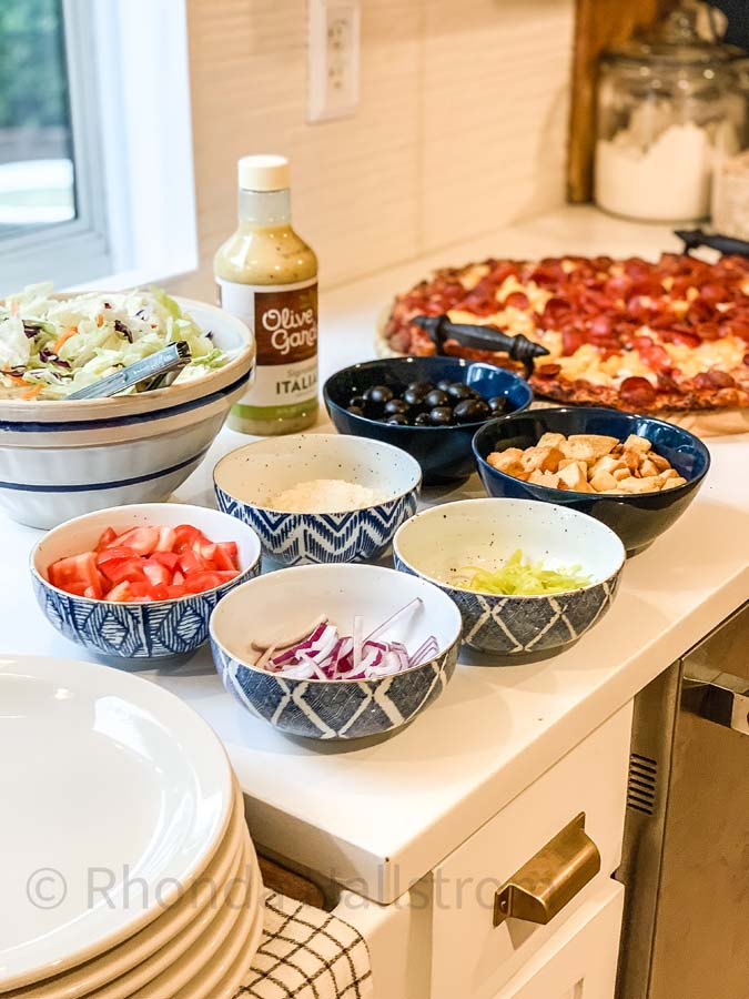 Family Pizza Night at Home |family night|pizza night|family pizza night ideas|elegant pizza night|easy pizza night ideas|fall tablescape|farmhouse fall tablescape|best pizza night|family night fun|HallstromHome