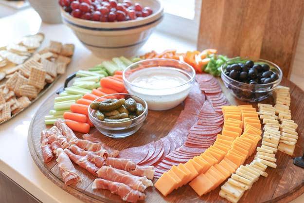 Easy Meat and Cheese Charcuterie Board |charcuterie board|thanksgiving appetizer|party planning|charcuterie board shopping list|serving tray|appetizer board|easy recipe|easy appetizer|party appetizer|farmhouse living|holiday recipe|holiday decor|HallstromHome