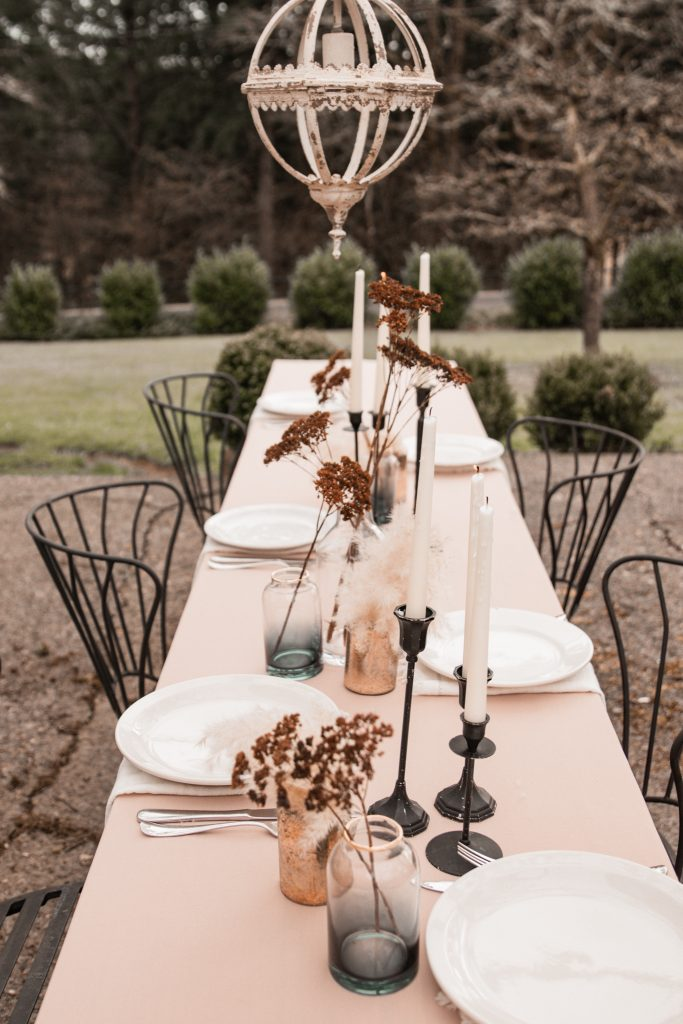 How to Style Tables Outdoors |fall table|fall tablescape|farmhouse table|wedding table decor|wedding tablescape|fall wedding|al fresco dining|simple table setting|styling a table|farmhouse style|Hallstrom Home