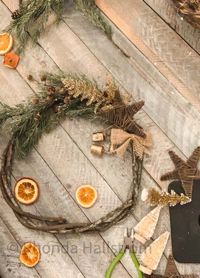 Dried Orange Wreath |dried orange diy|wreath diy|christmas wreath|easy wreath tutorial|farmhouse decor|farmhouse Christmas|vintage christmas|dried oranges|dried orange wreath tutorial|orange garland|HallstromHome