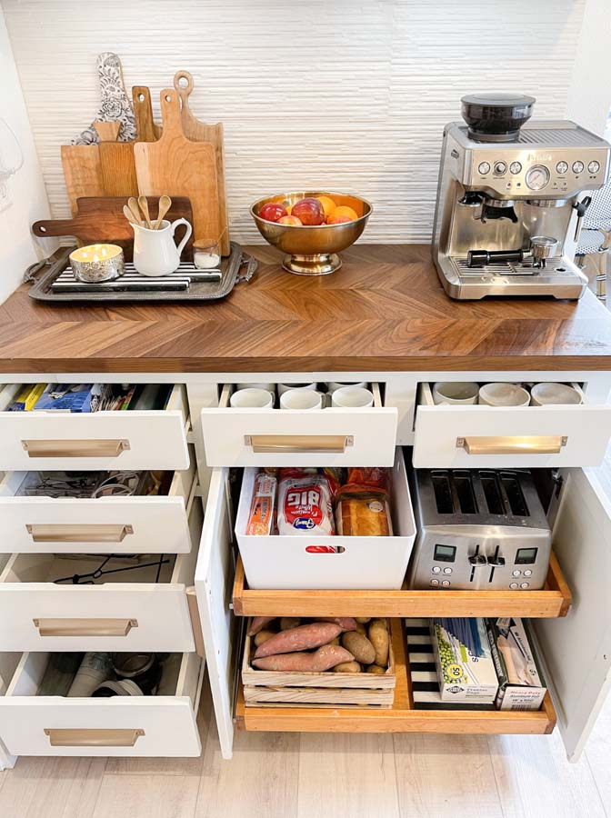 How to Organize Kitchen Drawers |kitchen organization|farmhouse kitchen|organize kitchen|clean kitchen|spring cleaning|home organizing|kitchen decor|shabby chic|modern Kitchen|kitchen drawer organizing|Hallstrom Home