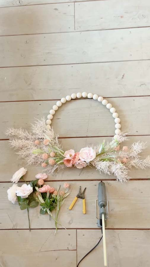 DIY Wood Bead Flower Wreath /  How to make a wood bead wreath / boho wood floral wreath / split wood bead wreath / shabby chic wreath / floral wood bead wreath / easy wreath tutorial / diy wreath / spring wreath decor / floral flower wreath / wood hoop wreath / farmhouse door wreath / farmhouse wreath diy / farmhouse decor wreath / shabby shic farmhouse / modern farmhouse / boho shabby chic modern farmhouse decor / Hallstromhome