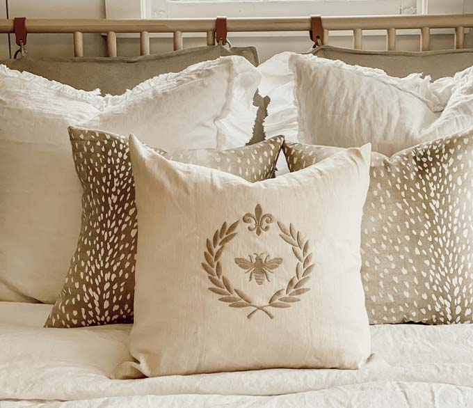How To Mix And Match Pillows / How to mix pillow patterns / How to arrange pillows on a couch / how to coordinate a pillow / shabby chic pillows / easy style tips and tricks / simple hacks for home decor / bedroom diy / modern home decor tips / tips and tricks / how to style pillow on a bed / bold print pillow arrangements / simple pillow styles / scandinavian home decor / hygge home decor / HallstromHome