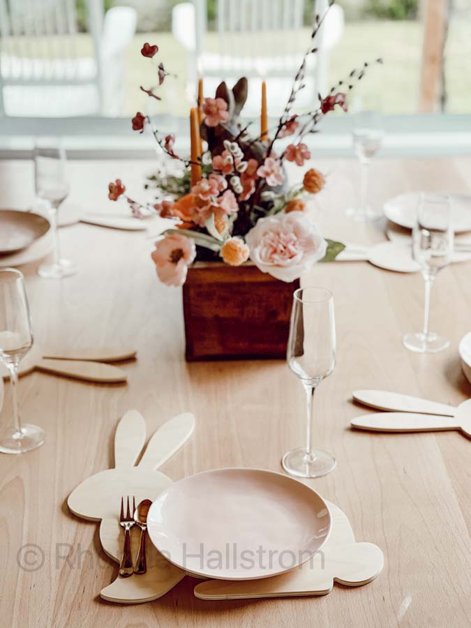 Easter Tablescape / how to set up an easter table scape / bunny plate chargers / wood bunny plates / easter plates / easy easter tablescape / easter brunch table / easter home decor / modern glam easter / modern farmhouse tablescape / easter glam decor / simple easter tablescapes / holiday tablescapes / tablescape easter decor / DIY tablescape / floral tablescape / HallstromHome