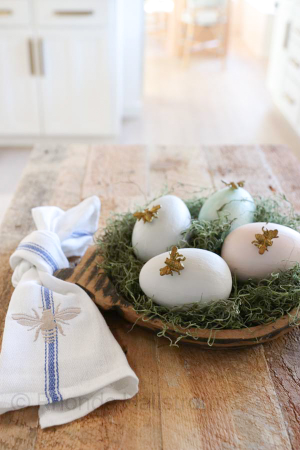 Easter Egg DIY / Chalk paint easter eggs / shabby chic easter decor / how to chalk paint easter eggs / chalk paint pastel color / easy easter diy / hot glue decor / easter bee eggs / gold bees / spring decor / french easter decor / easter home decor / white wash easter eggs / farmhouse easter decor / cardboard easter eggs / painted eggs / charcuterie board easter decor / 1, 2, 3 step easy easter ideas / chalked painted cardboard eggs with gold bee / simple easter decor / french farmhouse home decor / HallstromHome