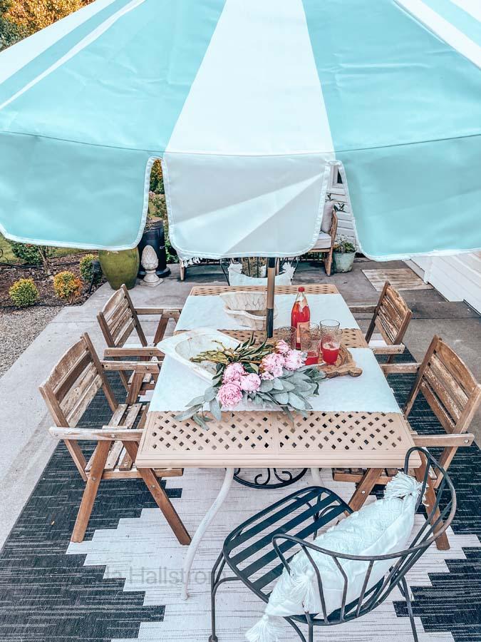 DIY Backyard Small Patio Ideas / Small Outdoor Patio Ideas / Small boho Patio Ideas / How to decorate backyard patio / small porch ideas / easy deck decorations / small backyard patio / Boho Outdoor Home Decor / easy outdoor tips /  HallstromHome