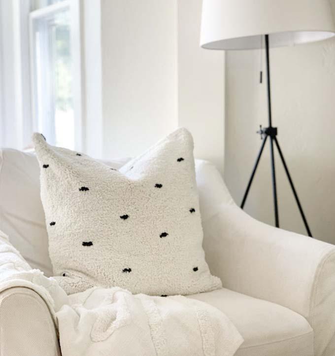 20 Modern Farmhouse Throw Pillows