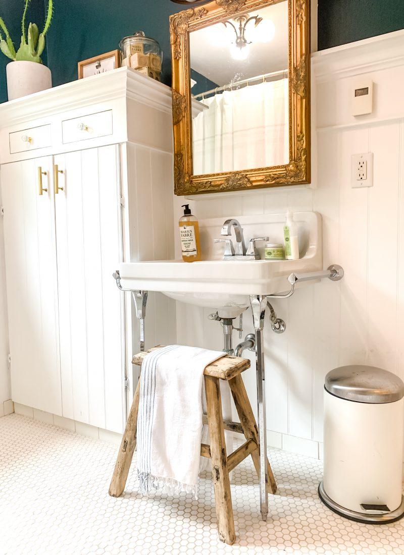 Farmhouse Bathroom Decor Ideas / Small Bathroom Ideas Decor / Vintage Decor For Bathroom / French Country Decor Style / Farmhouse Bathroom Decor Ideas / Rustic Farmhouse Bathroom / Country Bathroom Decorating / HallstromHome