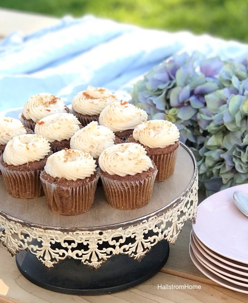 Carrot Cupcakes with Sweet Orange Frosting / Carrot Cake Recipe / Carrot Cupcakes With Cream Cheese Frosting / Orange Spice Cake / HallstromHome